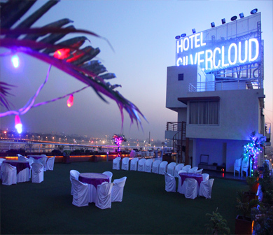 Silvercloud hotel banquets for Terrace party decoration